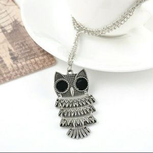 Jewelry - Owl necklace - statement vintage look